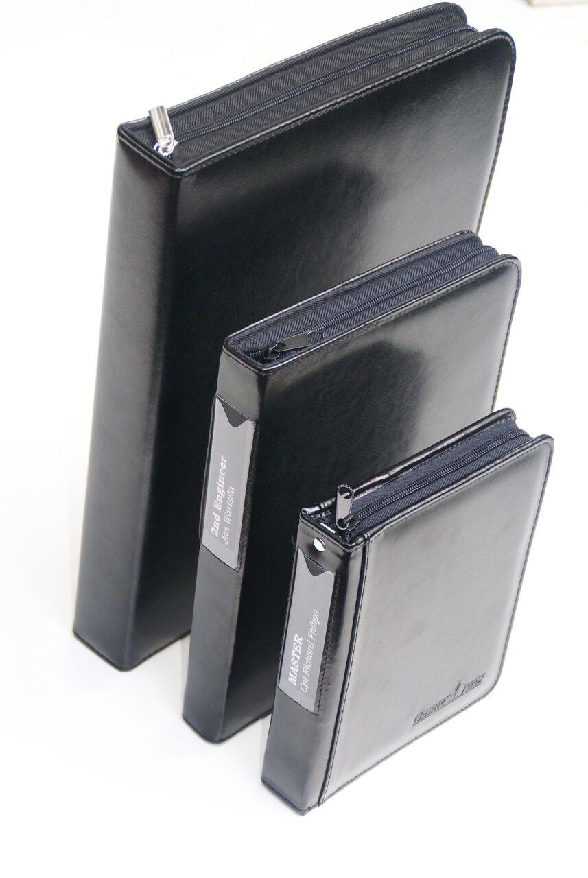 81535e04740a4 Etui na dokumenty marynarskie COMPLEX EDM3 czarne format A5 dedykowane dla  posiadaczy DP logbook ...